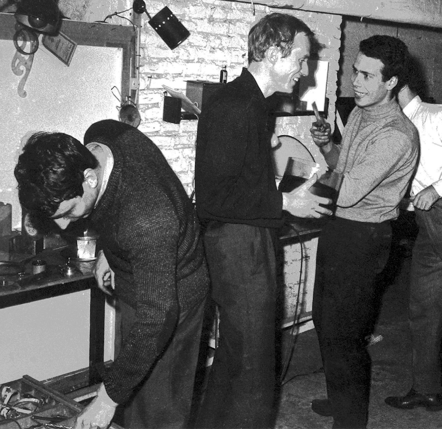 Antonio Barrese, Alfonso Grassi e Alberto Marangoni nello studio di via Saldini a Milano, 1965