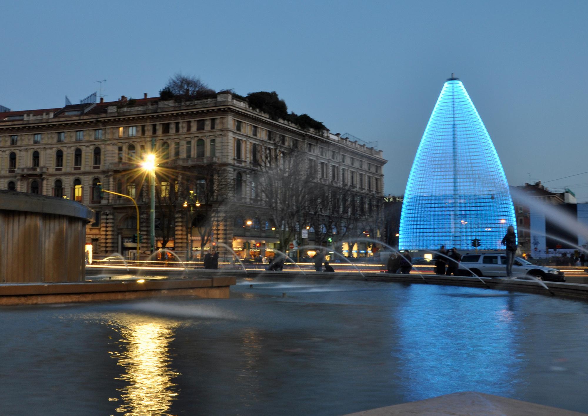 Antonio Barrese: Albero di Luce, 2009 - Installazione cinetica ambientale, 33 x 18 metri - Castello Sforzesco di Milano