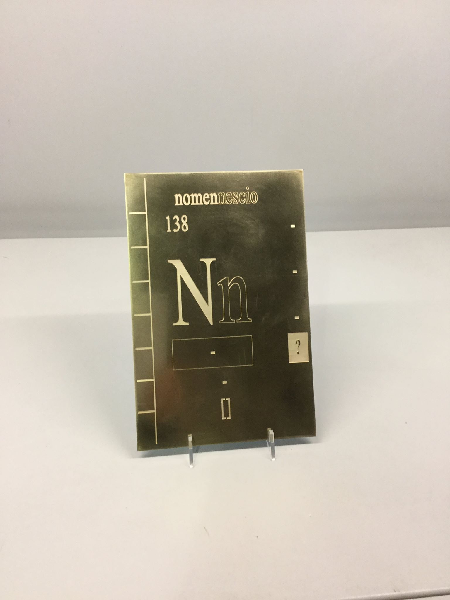 Nn, elemento 138, targa di ottone, Inner Room, Siena (2016)